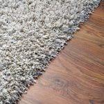משחק של טקסטורות – בחירת שטיח שיתאים לפרקט שלכם