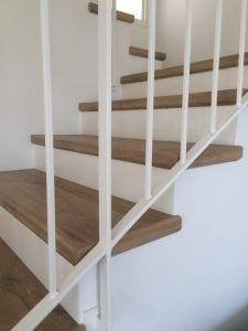 אפשר לחפות גם את המדרגות. הפרקט יעמוד בזה בקלות